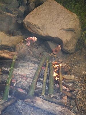 烤肉與竹筒飯.JPG