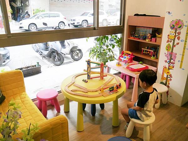 6.peek a boo 信義區 親子餐廳 咖啡廳 捷運市府站.JPG