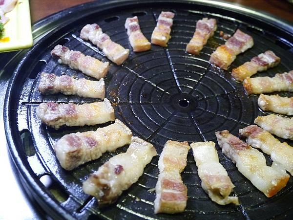 24-1韓金館 中山區 韓國烤肉 穿韓服 韓式料理 餐廳 台北.JPG