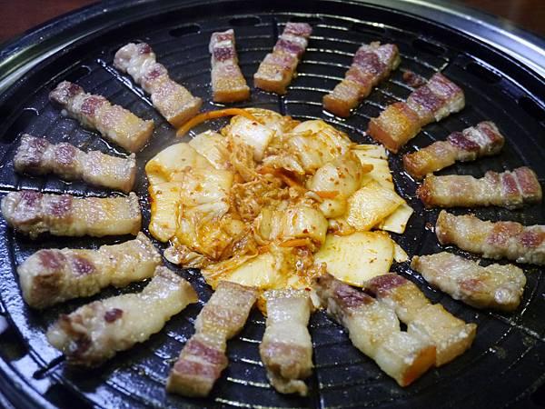24-2韓金館 中山區 韓國烤肉 穿韓服 韓式料理 餐廳 台北.JPG