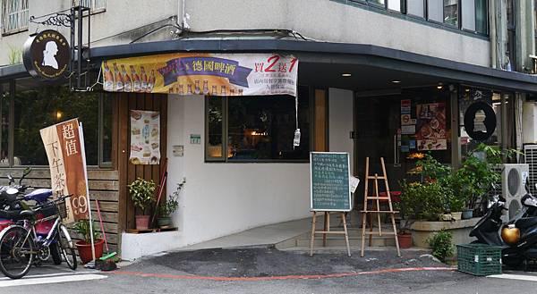 1.哥德德式餐廳 供館 台北 德國豬腳 啤酒.JPG