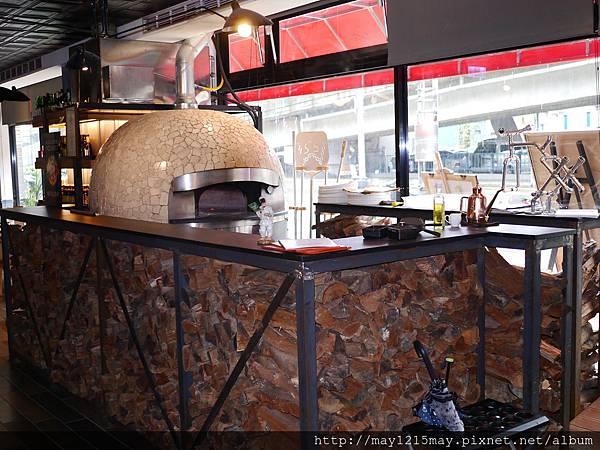 5.綠房餐廳 拿波里Pizza 捷運忠孝新生站 推薦義大利餐廳 酒吧 高質感.JPG