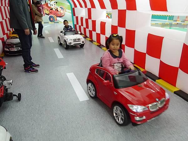 11台北 京華城 6樓 小學堂兒童 交通 主題館  遊戲 決明子沙 松山區 .JPG
