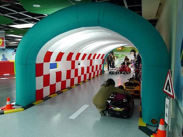 16台北 京華城 6樓 小學堂兒童 交通 主題館  遊戲 決明子沙 松山區 .JPG