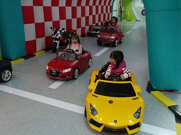 20台北 京華城 6樓 小學堂兒童 交通 主題館  遊戲 決明子沙 松山區 .JPG