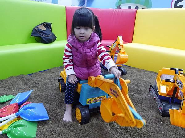 21台北 京華城 6樓 小學堂兒童 交通 主題館  遊戲 決明子沙 松山區 .JPG