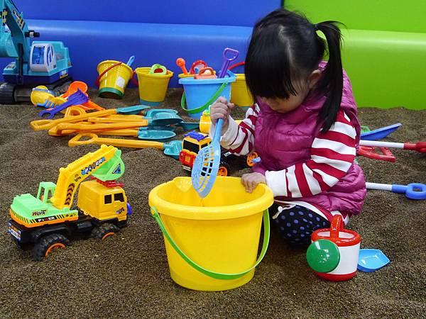 22台北 京華城 6樓 小學堂兒童 交通 主題館  遊戲 決明子沙 松山區 .JPG