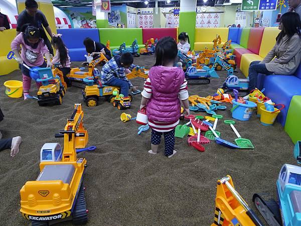 23台北 京華城 6樓 小學堂兒童 交通 主題館  遊戲 決明子沙 松山區 .JPG