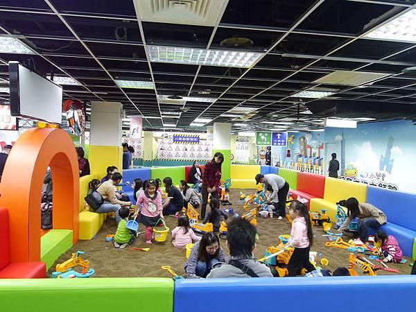 25台北 京華城 6樓 小學堂兒童 交通 主題館  遊戲 決明子沙 松山區 .JPG