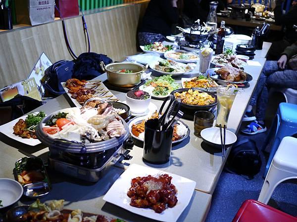 33張君布帳馬車  展圓食尚館  台北 韓式 熱炒 捷運 台北車站 韓國菜 餐廳.JPG