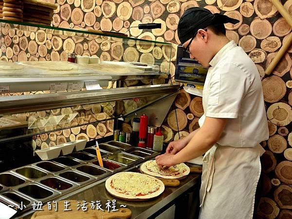 02士林夜市 捷運劍潭站 愛披薩 iPizza 正統 薄披薩 外國人.JPG