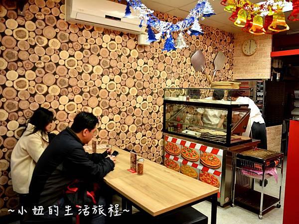 03士林夜市 捷運劍潭站 愛披薩 iPizza 正統 薄披薩 外國人.JPG
