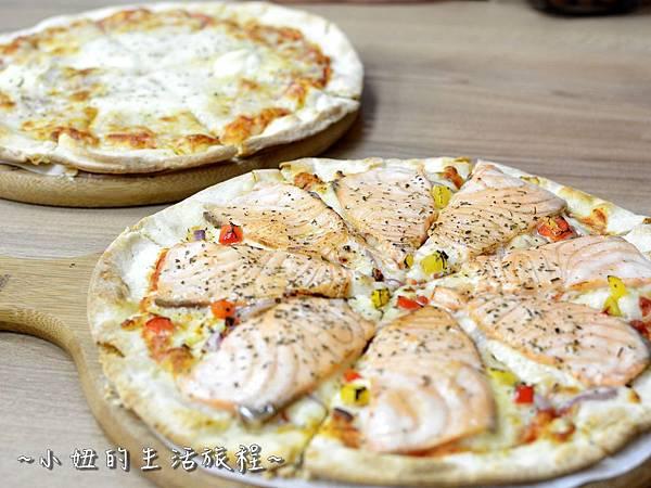 08士林夜市 捷運劍潭站 愛披薩 iPizza 正統 薄披薩 外國人.JPG