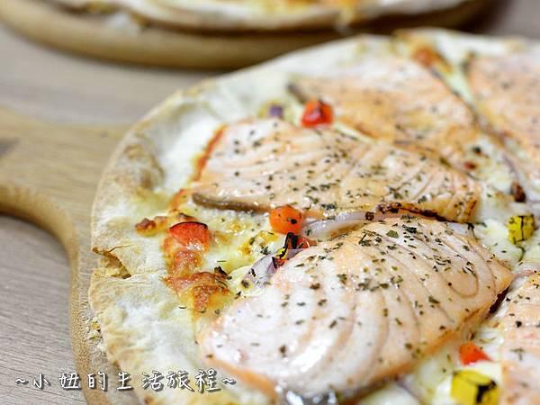 09士林夜市 捷運劍潭站 愛披薩 iPizza 正統 薄披薩 外國人.JPG