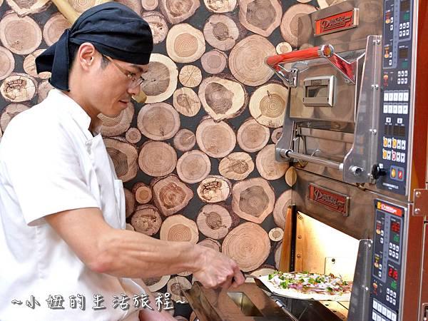 15士林夜市 捷運劍潭站 愛披薩 iPizza 正統 薄披薩 外國人.JPG