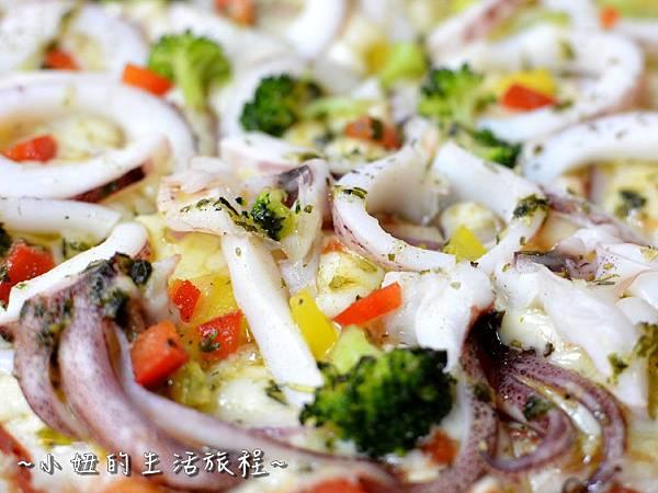 21士林夜市 捷運劍潭站 愛披薩 iPizza 正統 薄披薩 外國人.JPG