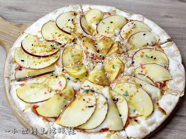 25士林夜市 捷運劍潭站 愛披薩 iPizza 正統 薄披薩 外國人.JPG