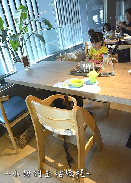 04台北 內湖餐廳 推薦 親子餐廳 五星級主廚美食 推薦 旋轉木馬 溜滑梯 兒童設施 美福對面.JPG