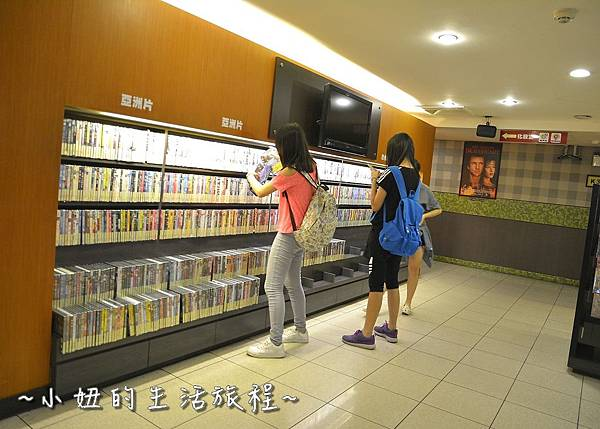 13U2電影館 板橋店 捷運府中站 國中高中大學生 躺著看電影.JPG