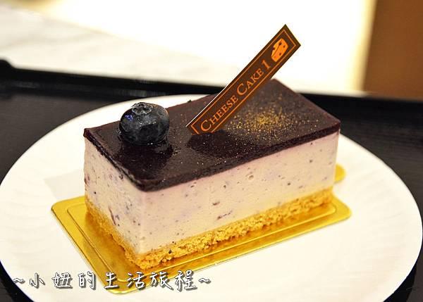 07 高質感蛋糕禮盒 CheeseCake  信義新光三越A4館B2 實體櫃位.JPG