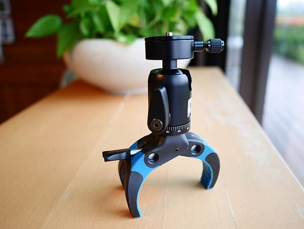 20 Mobile-Catch 行動釽  行動抓 行動爬 行動拔 行動杷 手機固定器 單眼固定器 相機固定器.JPG