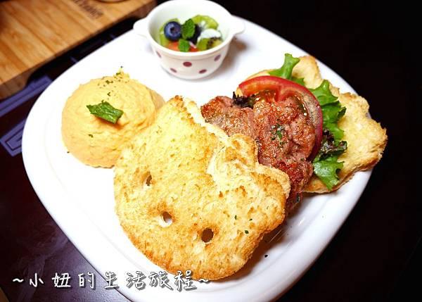 36 林口三井outlet 威秀影城 hello kitty red carpet餐廳.JPG
