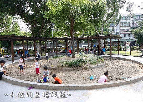 03 萬華青年公園 太空堡壘.JPG