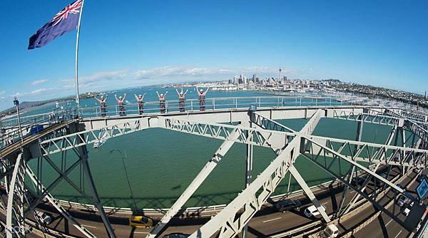 奧克蘭大橋攀登體驗.jpg