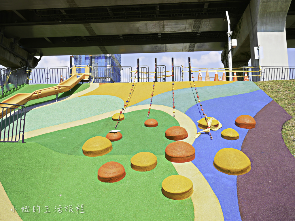 大台北都會公園,幸運草地景溜滑梯,捷運三重站-16.jpg