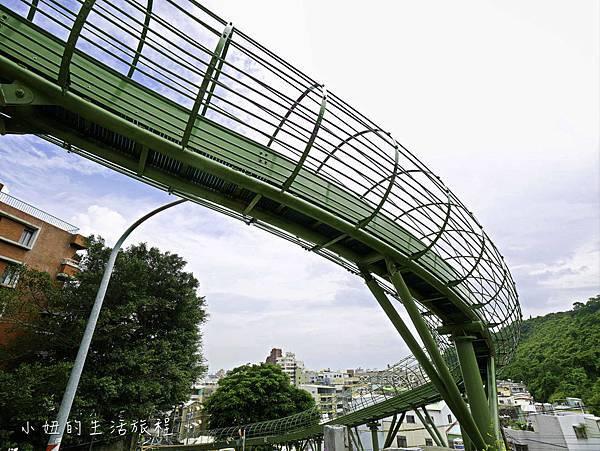 全台最長滾輪式溜滑梯,高雄哈瑪星溜滑梯-2.jpg