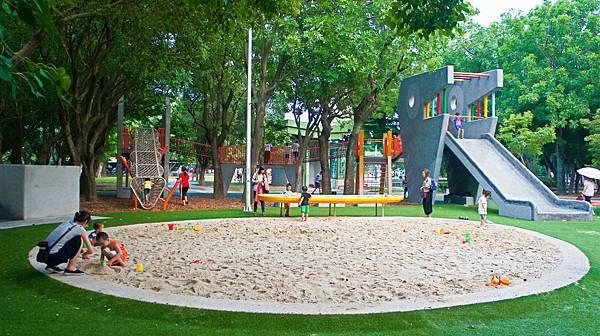 四維公園-巨獸攀爬遊戲場,板橋,特色公園-3.jpg