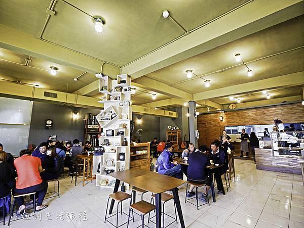 上味食堂,台東美食,行李箱牆-2.jpg
