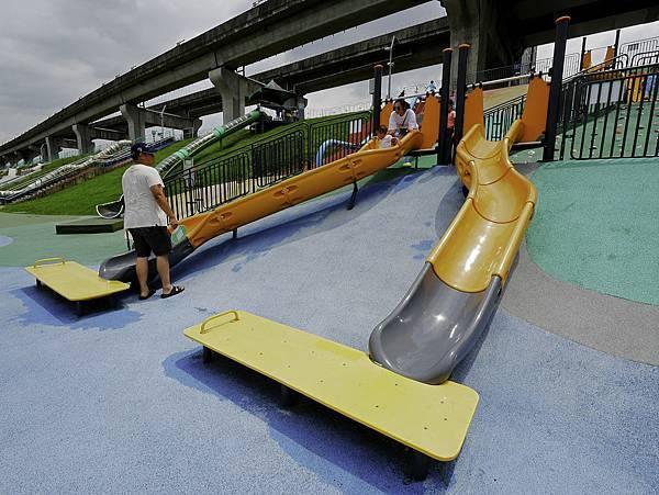 大都會公園,獼猴溜滑梯-6.jpg