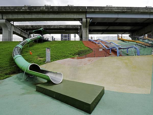 大都會公園,獼猴溜滑梯-2.jpg