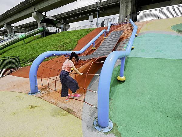 大都會公園,獼猴溜滑梯-11.jpg
