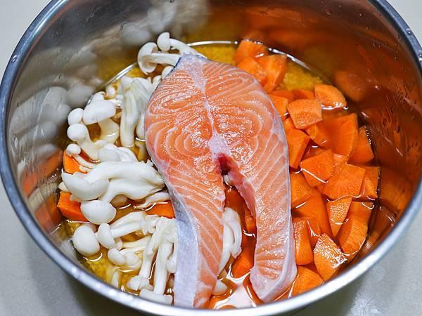 鮭魚菇菇炊飯-08.jpg