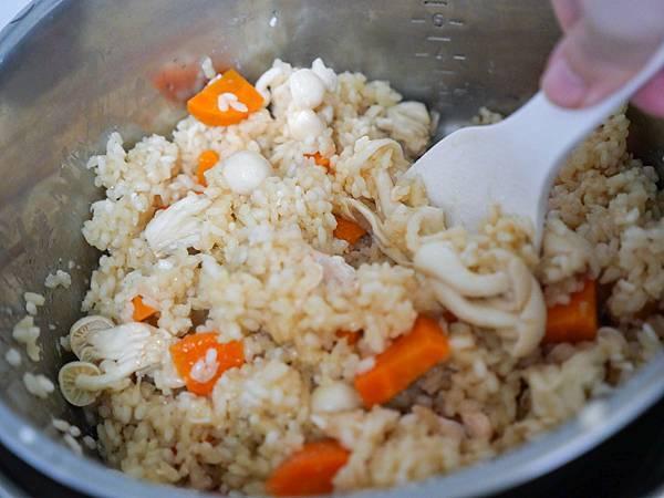 鮭魚菇菇炊飯-11.jpg