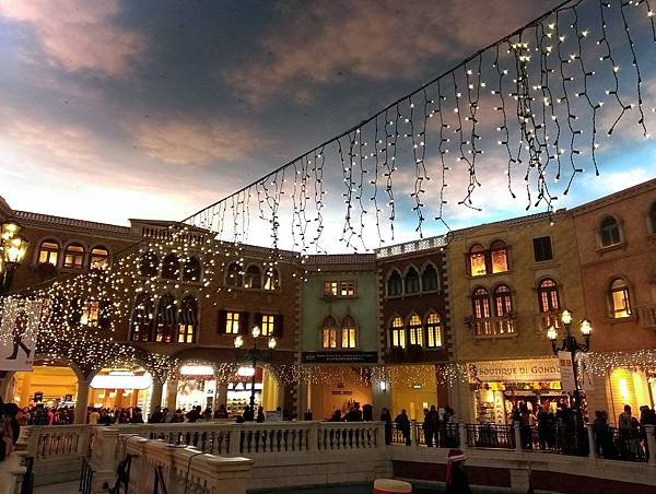 2013-12-23-威尼斯天幕廣場1