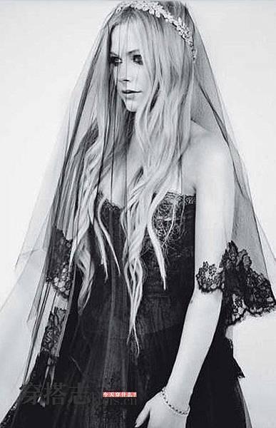 艾薇兒婚紗2