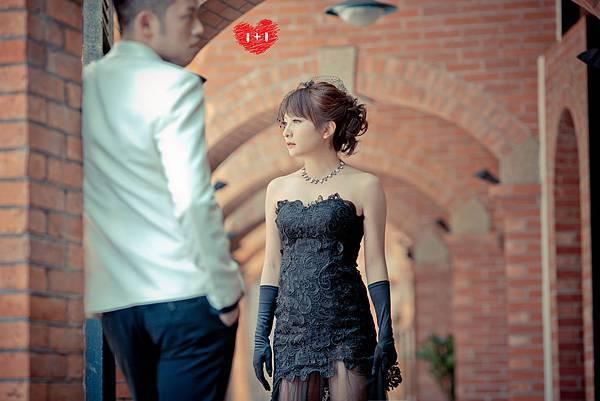 1+1黑色婚紗
