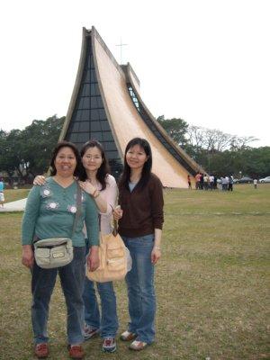 媽媽&Sunny&Cathy in 東海教堂.jpg
