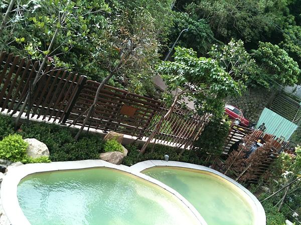 陽台外的溫泉泡腳池.jpg