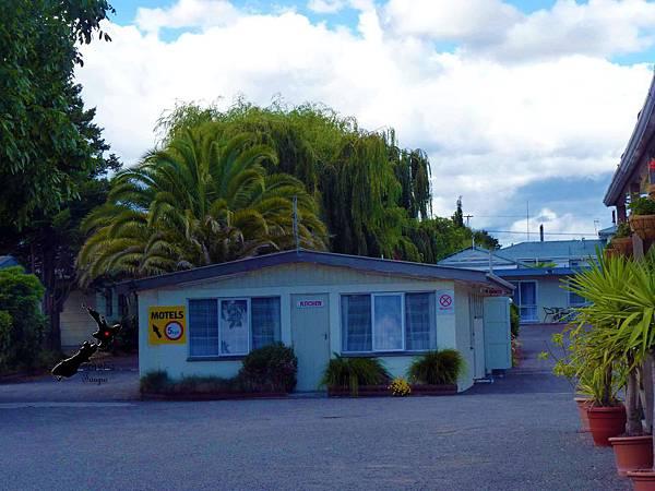2/11Camellia Court Motel