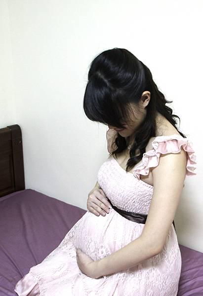 想拍孕婦照留念又覺得害羞,只好自己來~