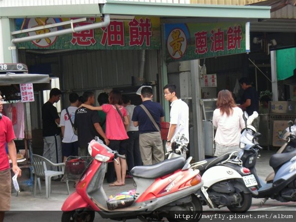 """濱海公園超有名的""""黃記蔥油餅"""""""