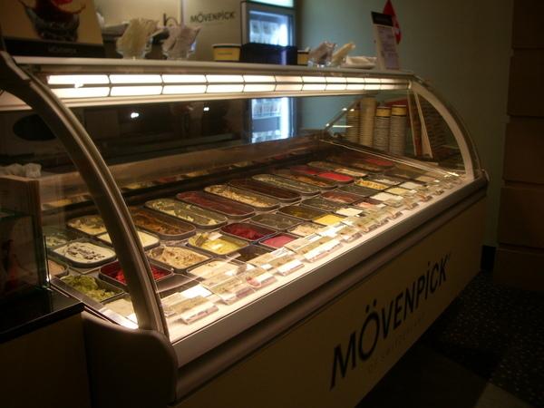 一整櫃的冰淇淋