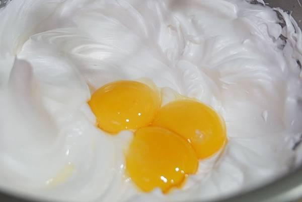 加入蛋黃.jpg