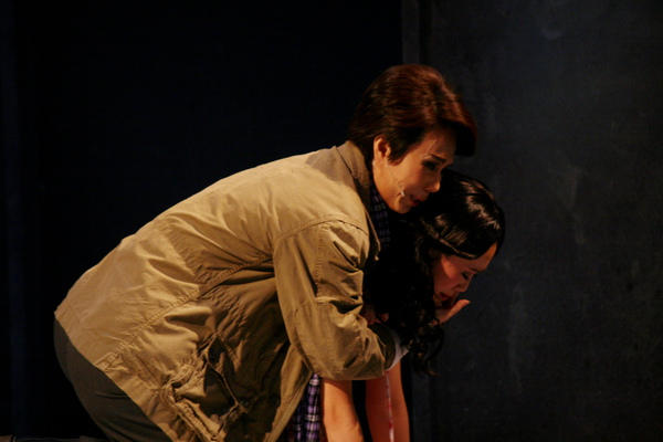 秩男(孫翠鳳)希望綾子(陳昭婷)跟他去日本