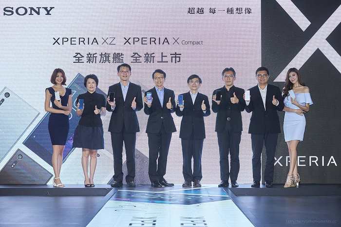 nEO_IMG_2.Sony Mobile 總經理 林志遠先生與各大電信業者合影,一同參與Sony最新旗艦機的閃耀時刻。.jpg