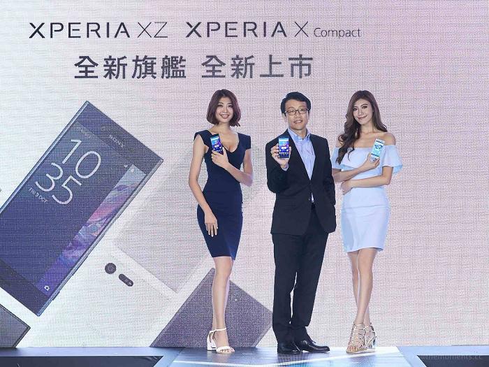 nEO_IMG_1.Sony Mobile 總經理 林志遠先生,手持最新旗艦機Xperia XZ,宣示Sony第21款防水手機正式上市。.jpg